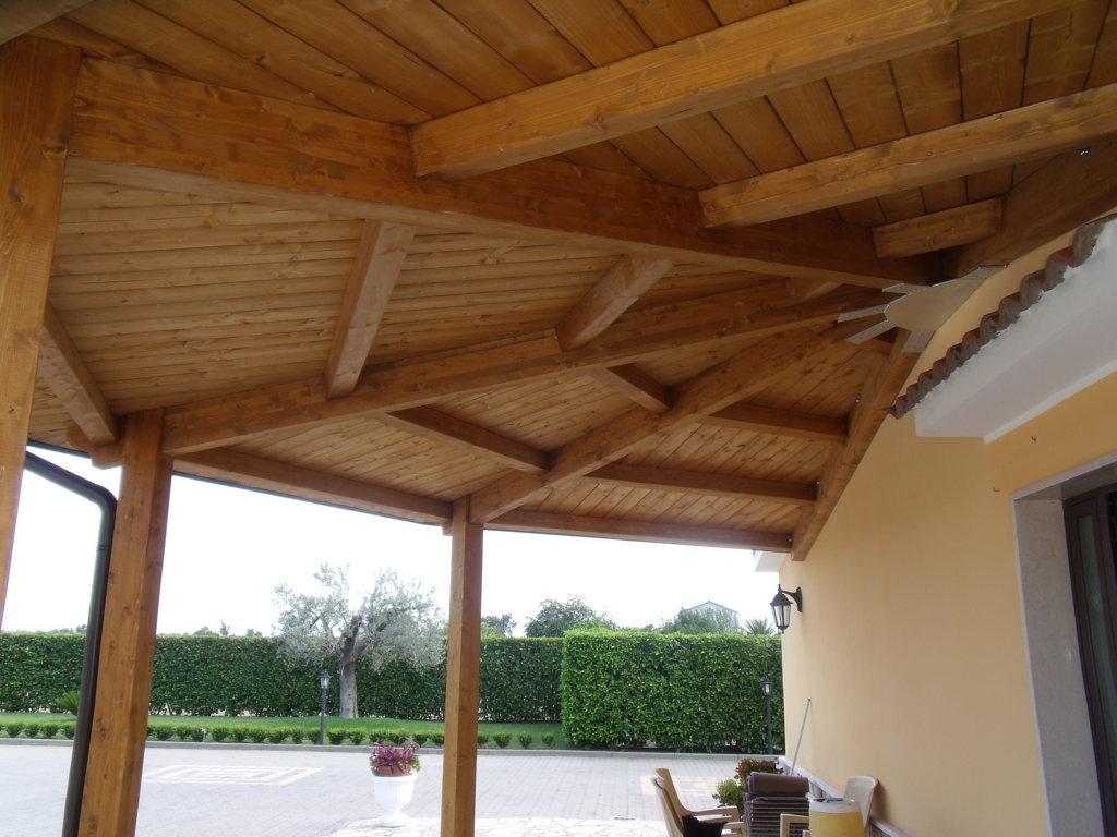 Tettoia in legno coperture in legno lamellare - Legno sbiancato tetto ...